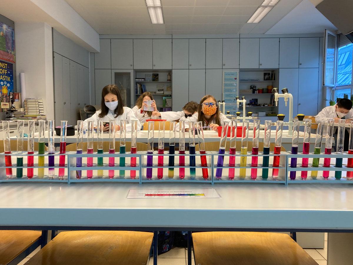 Chemie im MINT-Unterricht: Ein buntes Farbenspiel
