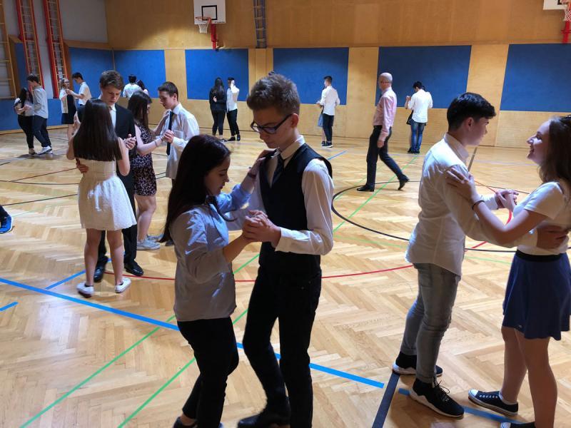 """Alles Walzer"" – Tanzkurs der 5. Klassen"