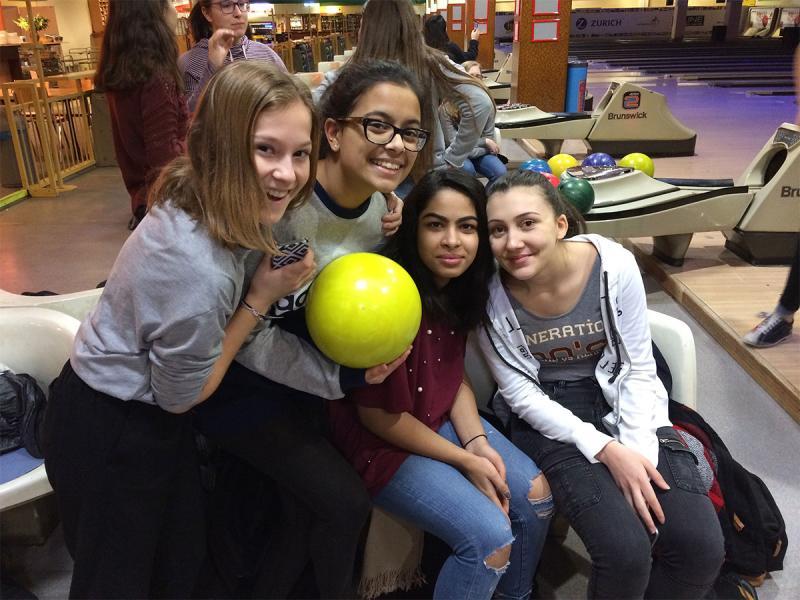 Sportunterricht in der Bowling-Halle