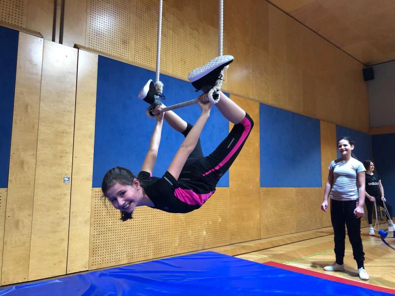 Zirkusprojekt der 1. Klassen – Flying High …